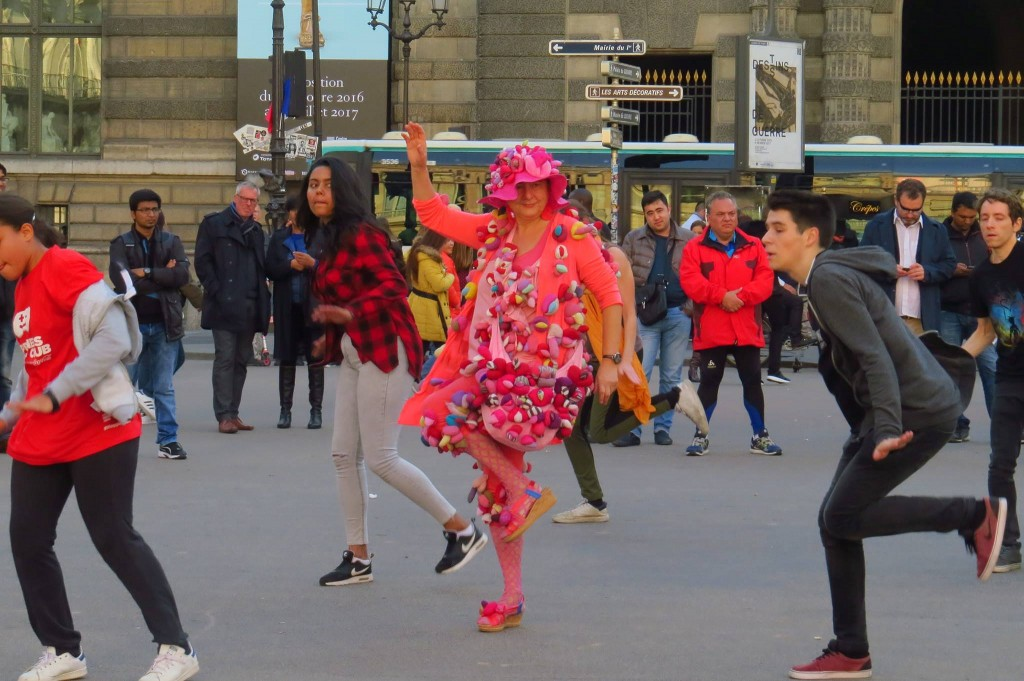 Alexandra Fly Dance Performance in open space Paris FIAC 2016, Alexandra Holownia