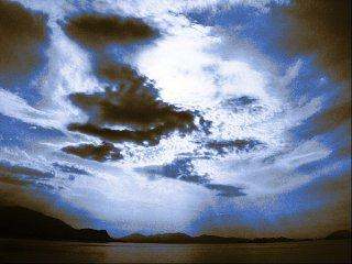 Strand mit blauen Wolken, Sascha Bernard